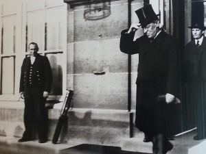 President Woodrow Wilson lämnar Versailles 1919. Källa: Krigsarkivet, Stockholm