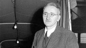 F.A. von Hayek är ett exempel på växelverkan mellan det lokala och det globala i framväxten av modern konservatism i Förenta staterna.