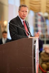 Också guvernör John Kasich (Ohio) satsar på New Hampshire och partielitens stöd. Foto av Michael Vadon.