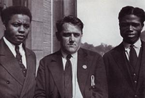 Willi Münzenberg, James W. Ford (kommunist från USA) och Garan T. Kouyaté (Franska Sudan, nu Mali) i Frankfurt am Main 1929.
