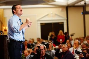 Ted Cruz talar till väljare. Foto av Michael Vadon.