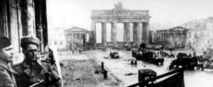 Den 8 maj 1945 - Berlin i ruiner, Unter den Linden (Källa: Bundesarchiv, Lichterfelde)