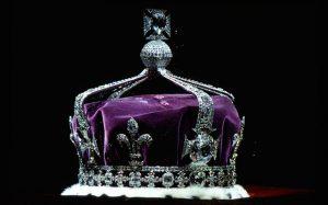 Drottning Elizabeths krona och fragment av Koh-i-Noor infattade.