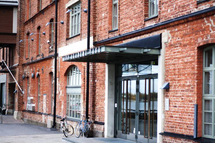 Bild från huvudingången till Academill.